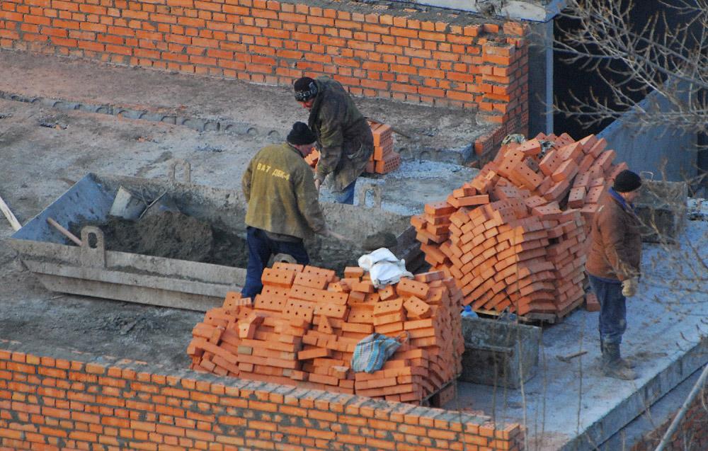В зимнее время раствор для строительства дома готовят особым способом