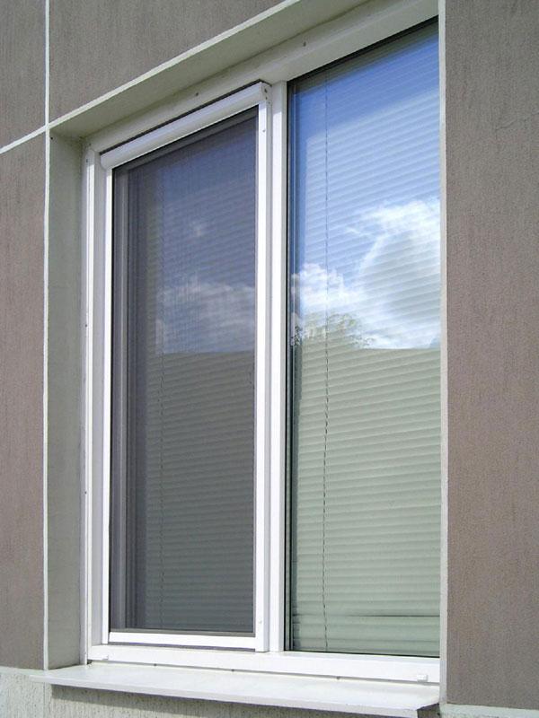 Рулонная сетка для окна