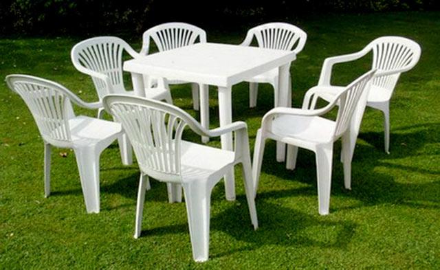 Белая мебель из пластика