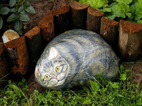 Фигуры животных, нарисованные на камнях