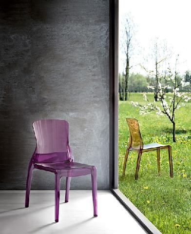 Прозрачный стул