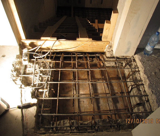 Крепление двухмаршевой лестницы с площадкой вверху к арматурному каркасу