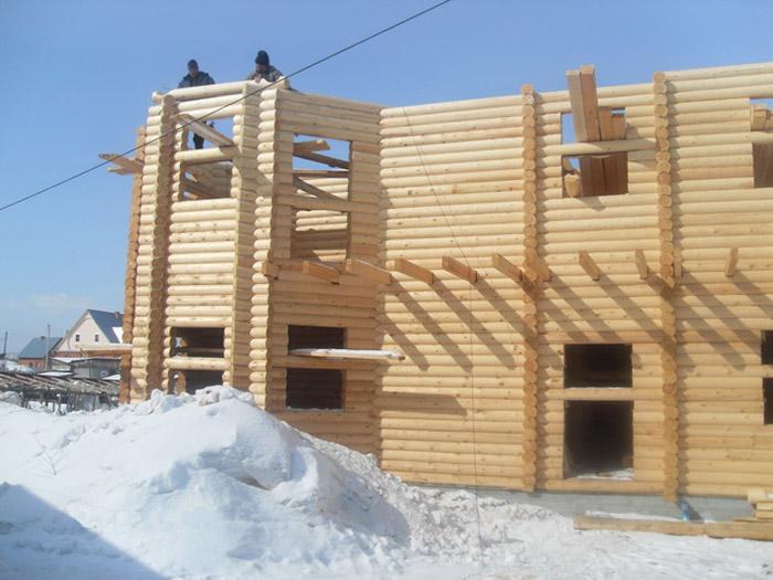 Строительство деревянного дома зимой имеет свои преимущества
