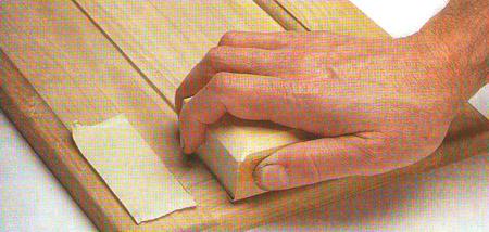 Воспользуйтесь защитной лентой, чтобы избежать царапин поперек волокна
