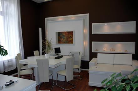 Офисная мебель белого цвета