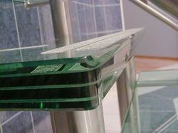 Ступень стеклянной лестницы