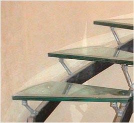 Ступени стеклянной лестницы
