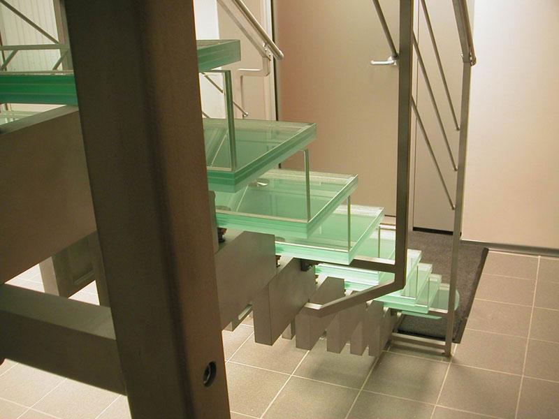 Конструкция стеклянной лестницы