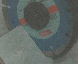 Рис. 12. Использование угловой шлифовальной машинки