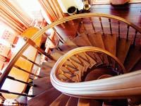 Винтовая межэтажная лестница