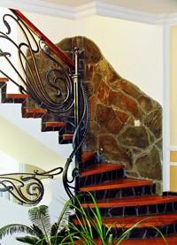 Межэтажная бетонная лестница