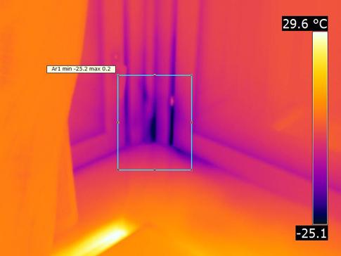 Тепловизионная диагностика проводится не только снаружи, но и внутри дома.