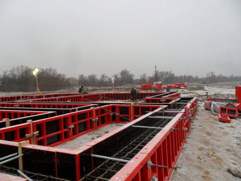 В зимнее время утепление бетона может осуществляться за счет опалубки