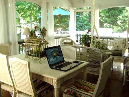 Веранда и мебель в веранде дома